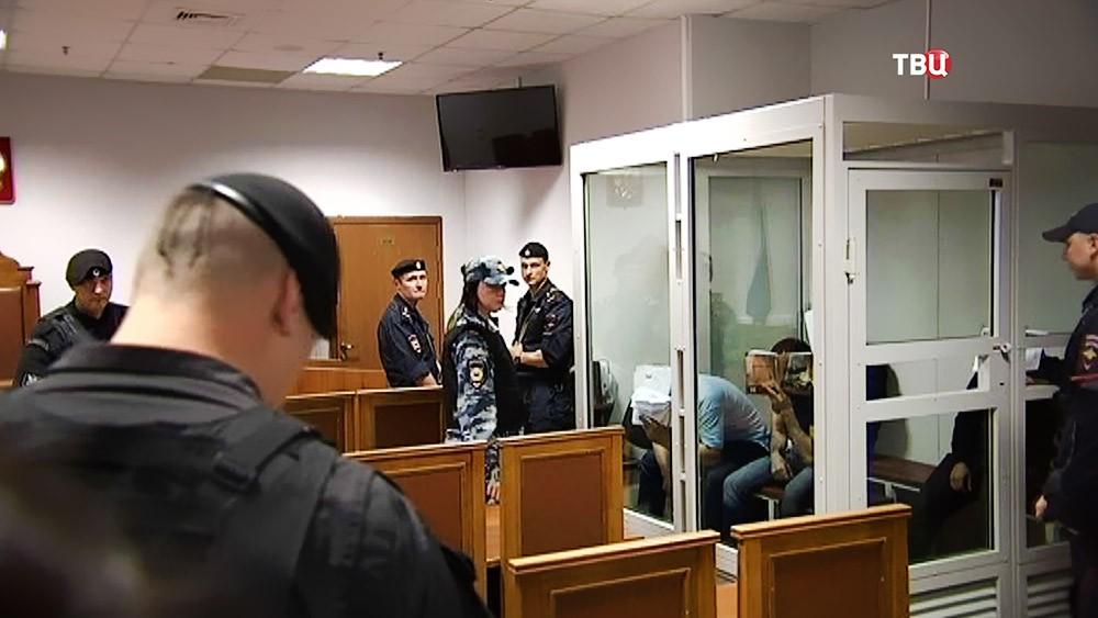 В зале суда обвиняемые по делу