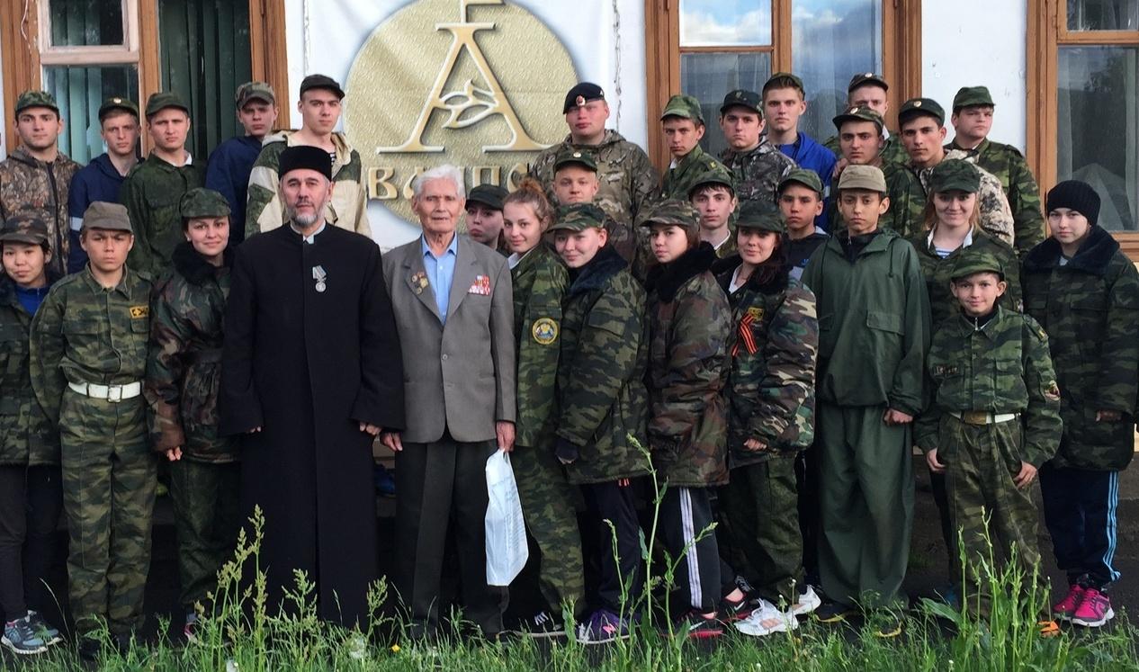 Ахмад Галимов в центре