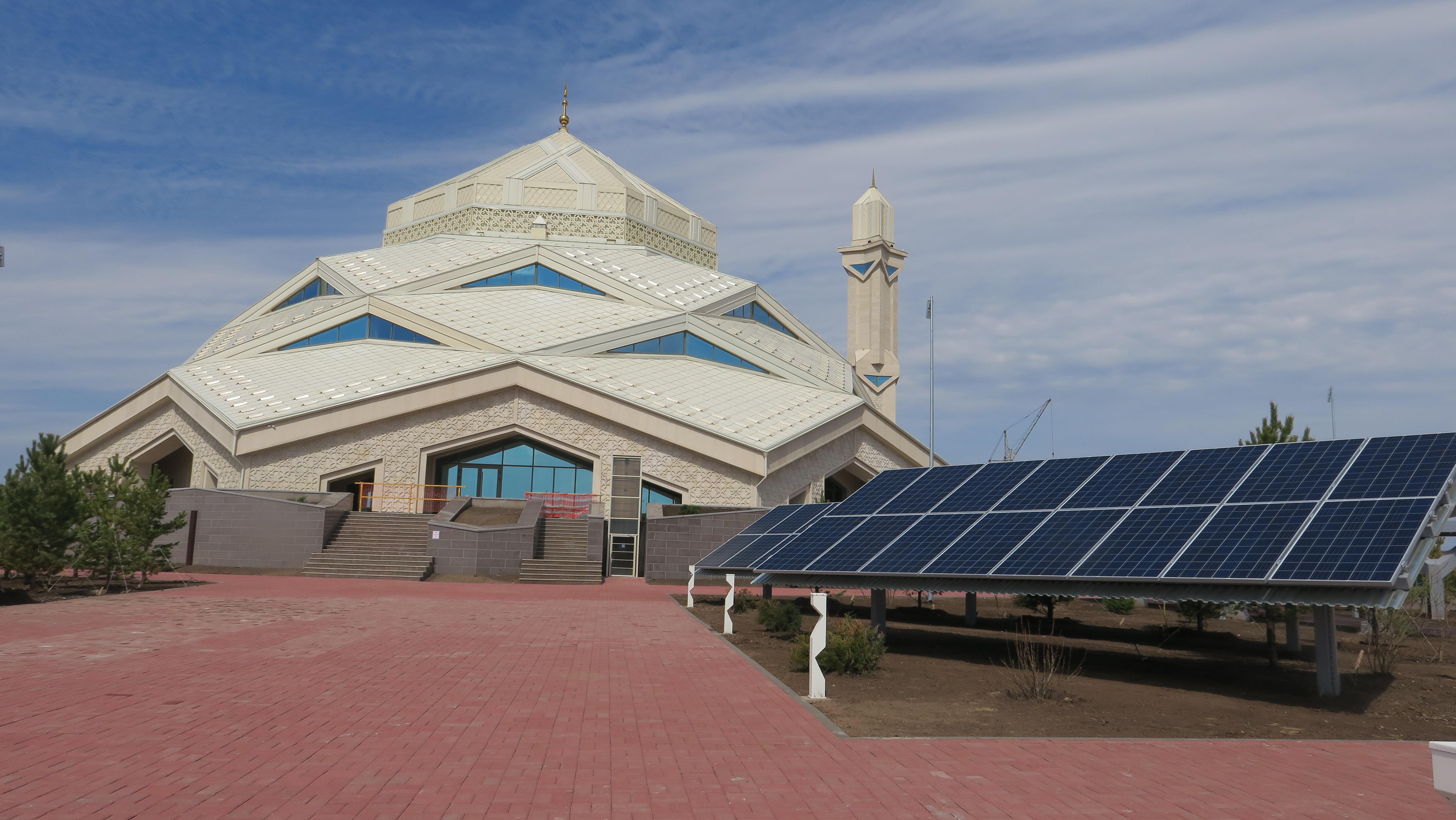Казахская элита открыла уникальную мечеть