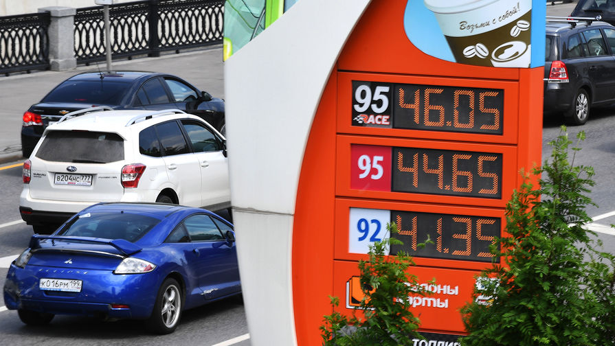 За неделю цены на бензин взлетели на рубль