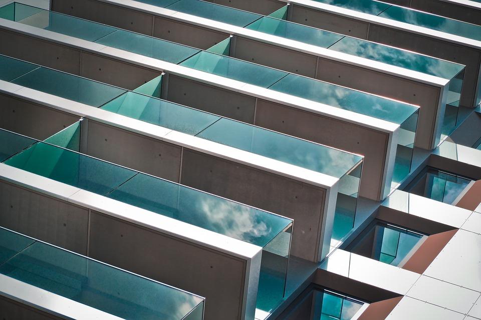 Закалённое стекло: заметные преимущества его использования