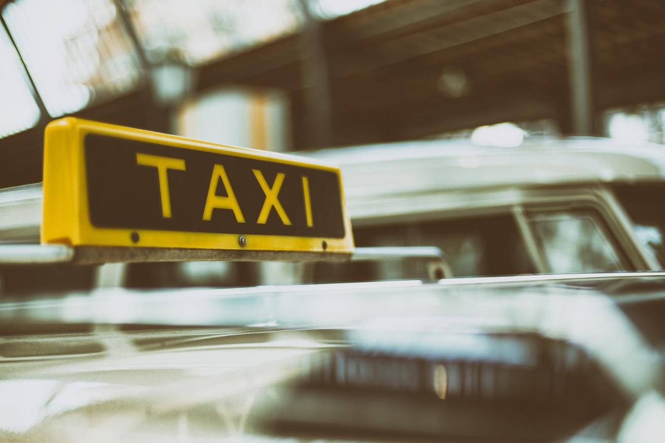 Почему такси особенно удобно заказывать туристам, прилетевшим в аэропорт?