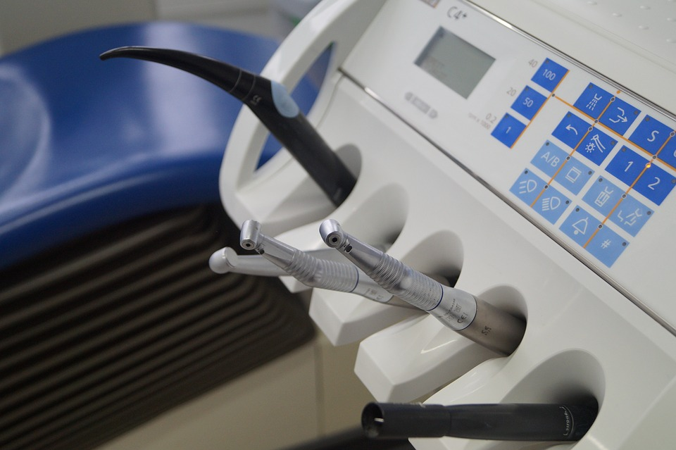 Плюсы обращения в современные стоматологические центры