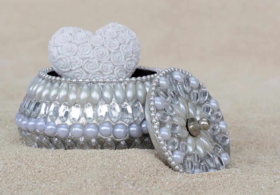Какими достоинствами отличаются ювелирные изделия из серебра?