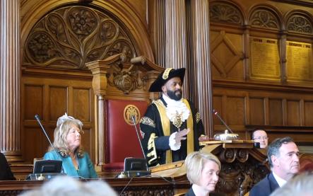 Мигрант-мусульманин стал мэром британского города