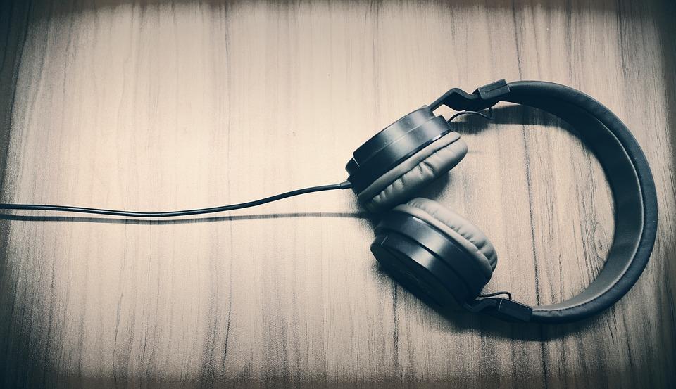 Какими особенностями отличается онлайн-радио?