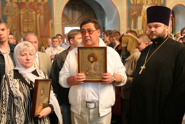 """Патриарх поблагодарил """"честного, мужественного и порядочного"""" Тулеева за помощь РПЦ"""