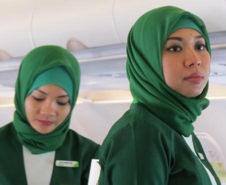 Ситилинк обрядил сотрудниц в форменный хиджаб