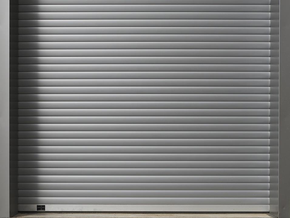 Плюсы использования рольставен для дверей