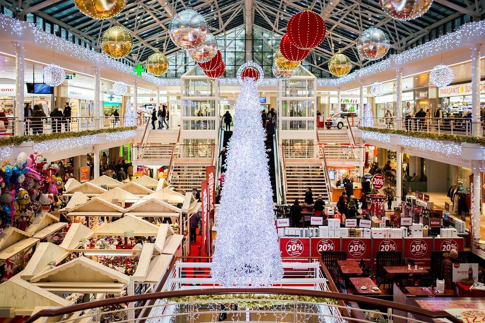 Рождественскую музыку в магазинах назвали вредной для здоровья