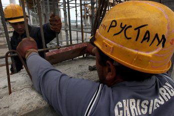 Москве потребовались десятки тысяч строителей