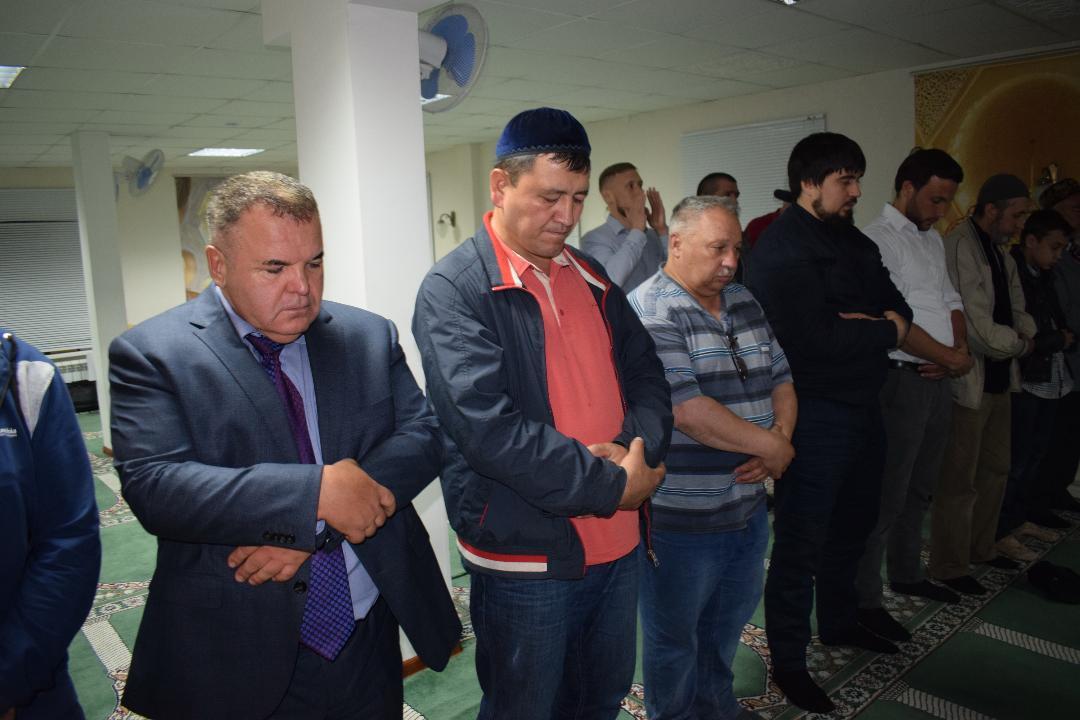 Руководитель татарского «Штаба» Рустэм Ямалеев слева