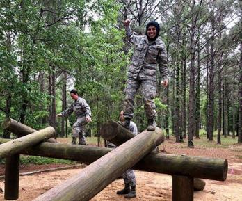Лейтенант в хиджабе вошла в историю армии