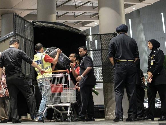 Силовики пришли с обысками к экс-премьеру Малайзии и испытали шок от обнаруженного