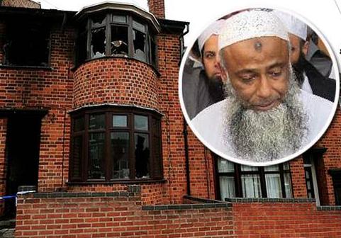 Д-р аль-Саттар и его сгоревший дом