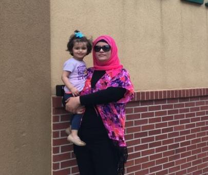 Суха Элькутт с дочерью