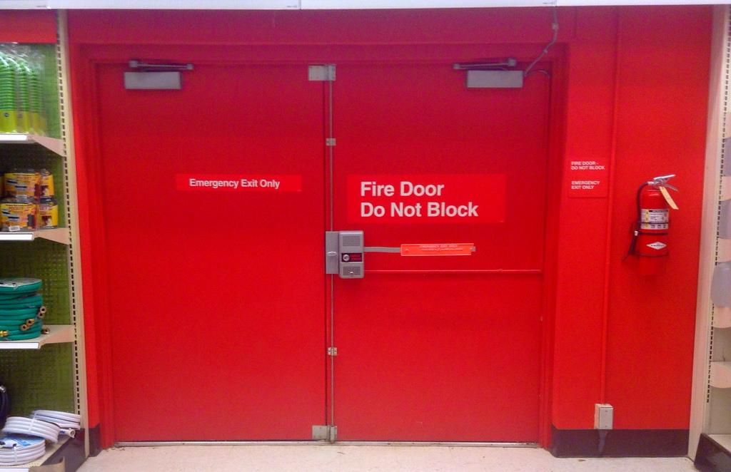 Важность и необходимость использования противопожарных дверей