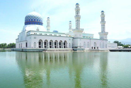 Администрация мечети разочаровалась в туристах после пошлых плясок (ВИДЕО)