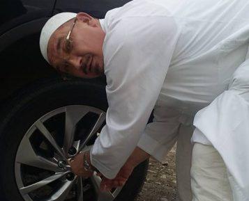 Главу мусульман Поволжья застали за необычным для муфтия делом