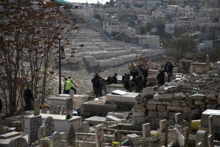Израильтяне уничтожают кладбище, где покоятся сподвижники пророка Мухаммада (ВИДЕО)