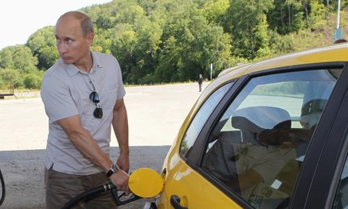 Путин назвал виноватых в росте цен на бензин