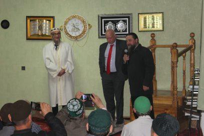 Ифтар мусульман Екатеринбурга посетили генконсул Германии со священником