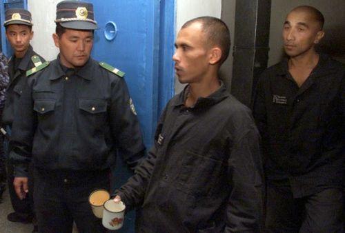 На фото: осужденные в узбекских тюрьмах
