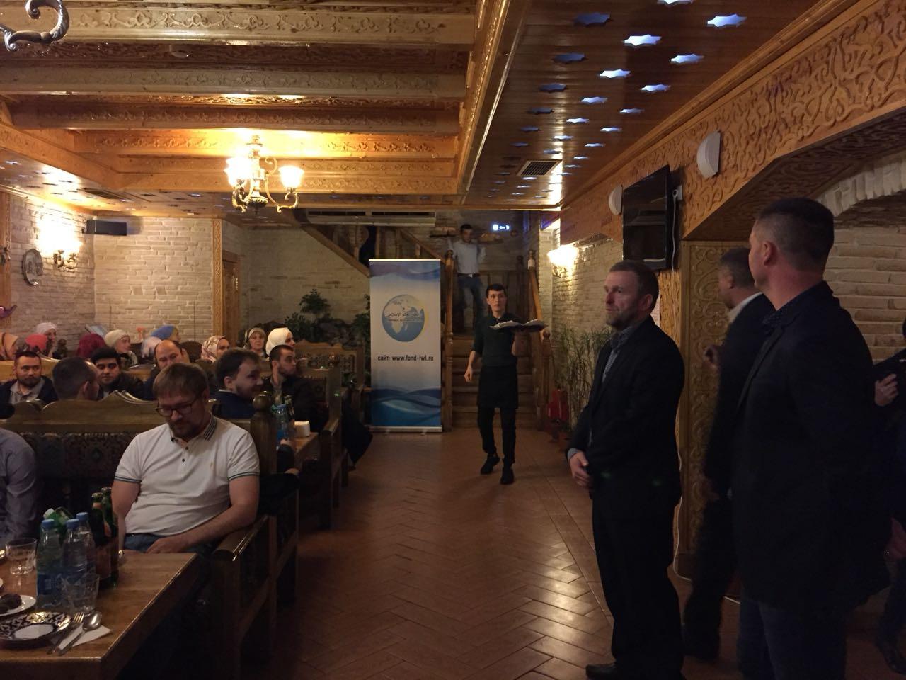 Мусульманские деятели обменялись полезным опытом на ифтаре в Москве (ВИДЕО)