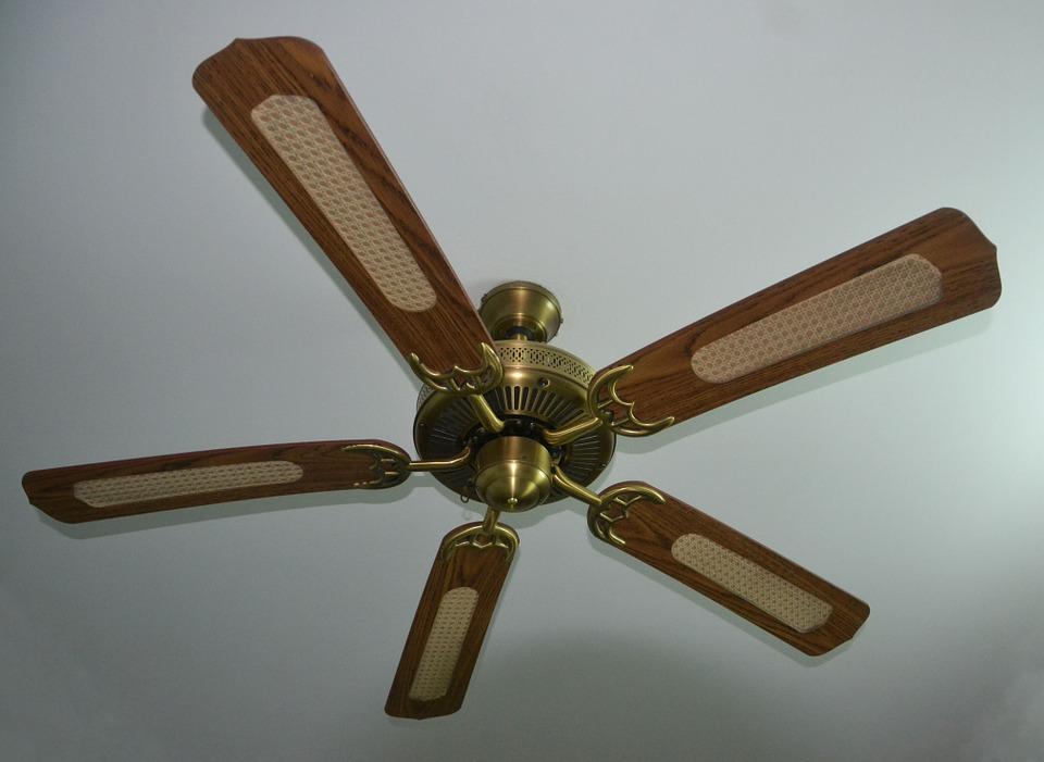 Какими достоинствами выделяются потолочные вентиляторы и люстры-вентиляторы?