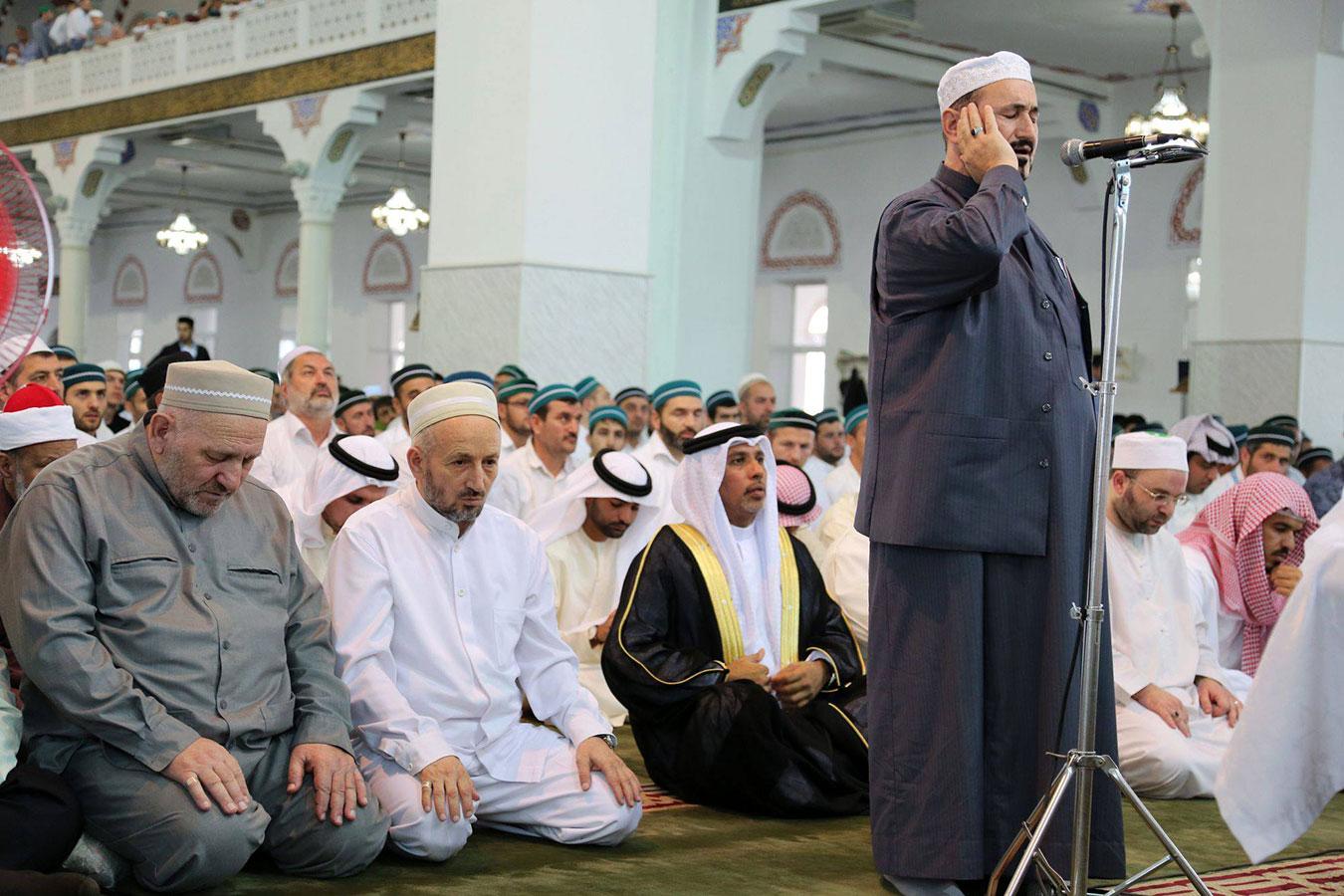 Муфтий Дагестана в окружении арабских гостей
