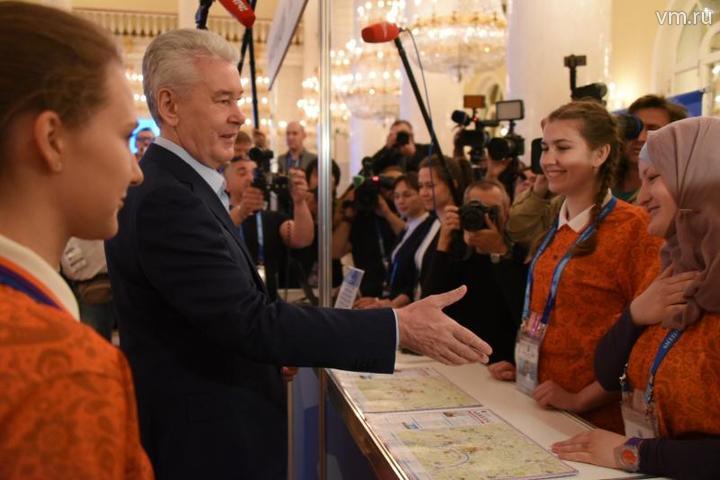 Мусульманка отказалась пожать руку мэру Собянину