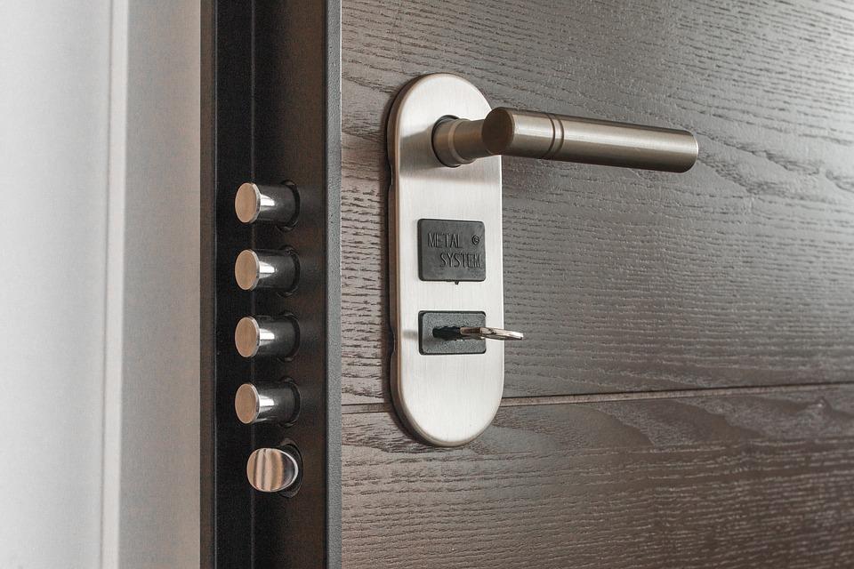Достоинства выбора надежных и долговечных дверей из металла
