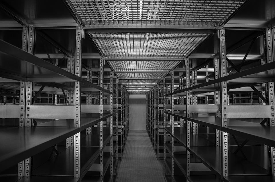 Как выбрать стеллажи для склада?