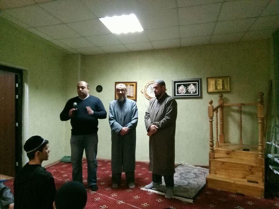 Подполковник Карапетян обратился с приветствием к мусульманской общине. Фото: страничка муфтия Ашарина