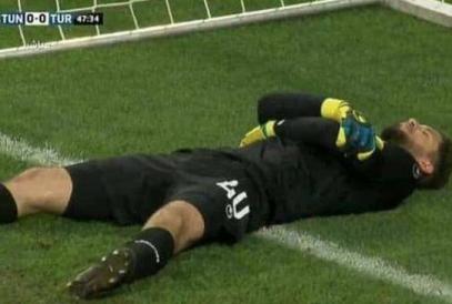 Тунисские футболисты придумали хитроумный способ прерывать пост Рамадана