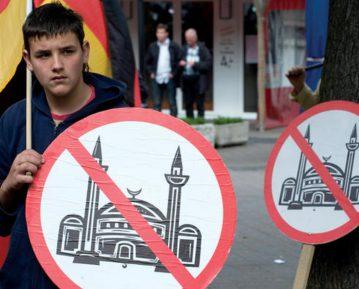 Подростков Алтая осудили за антимусульманские и экстремистские призывы