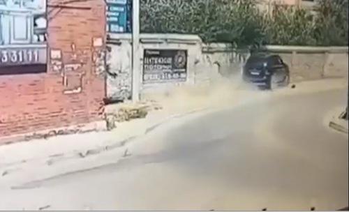 Юнец на внедорожнике раздавил бабушку с внучкой в Дагестане (ВИДЕО 18+)