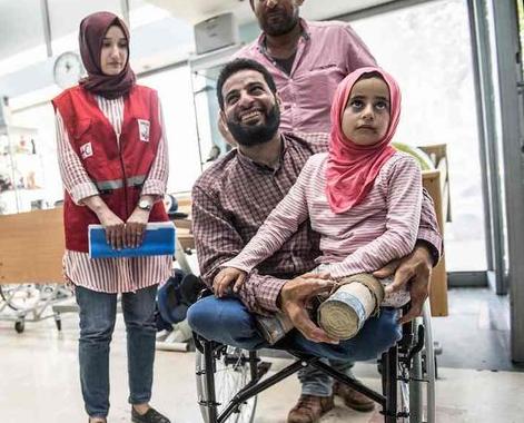 С сирийской девочкой, родившейся без ног, случилось чудо