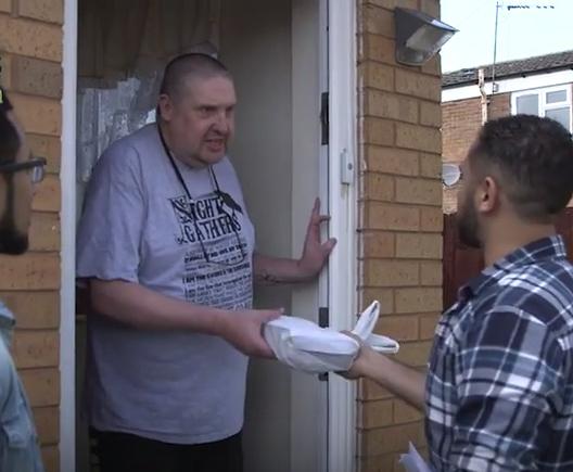 Болельщики жертвуют деньги на еду для малоимущих