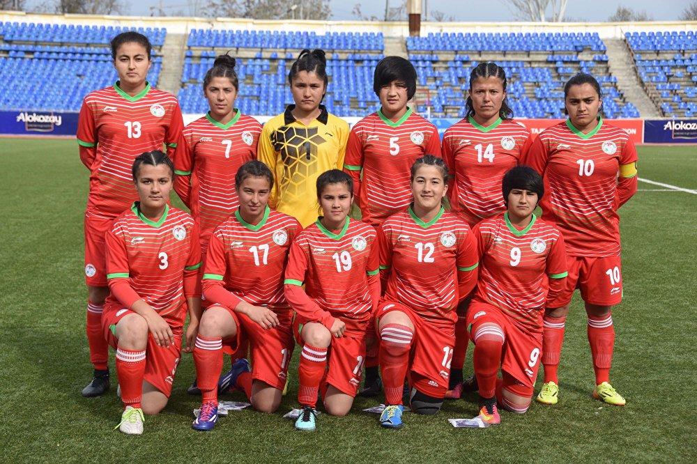На фото: Женская сборная Таджикистана по футболу