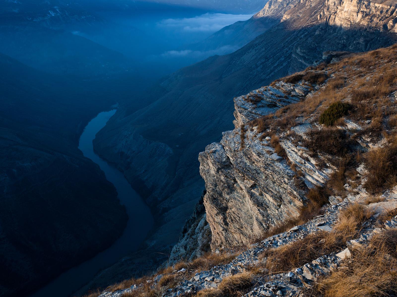 В Дагестане обрушился огромный кусок скалы (ВИДЕО)
