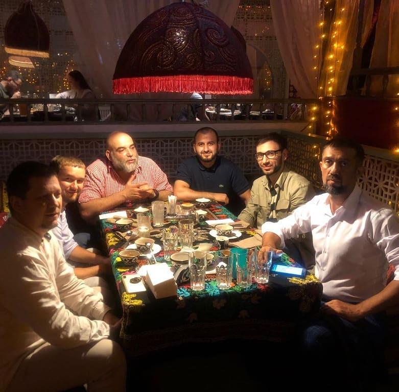 Последняя фотография Орхан Джамаля среди друзей