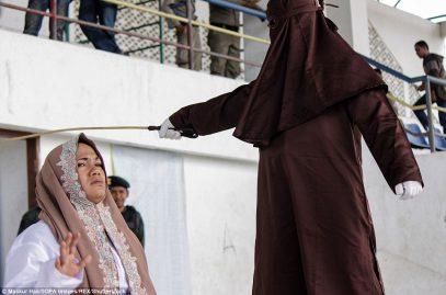 Индонезийцев порадовали избиением палками (ФОТО)