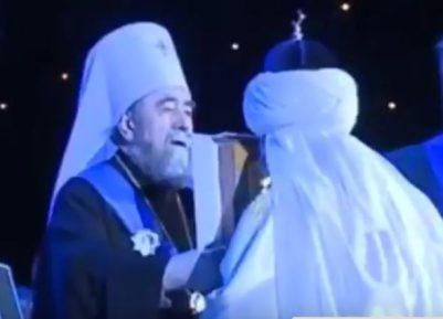 Зачем верховный муфтий целует икону (ВИДЕО)