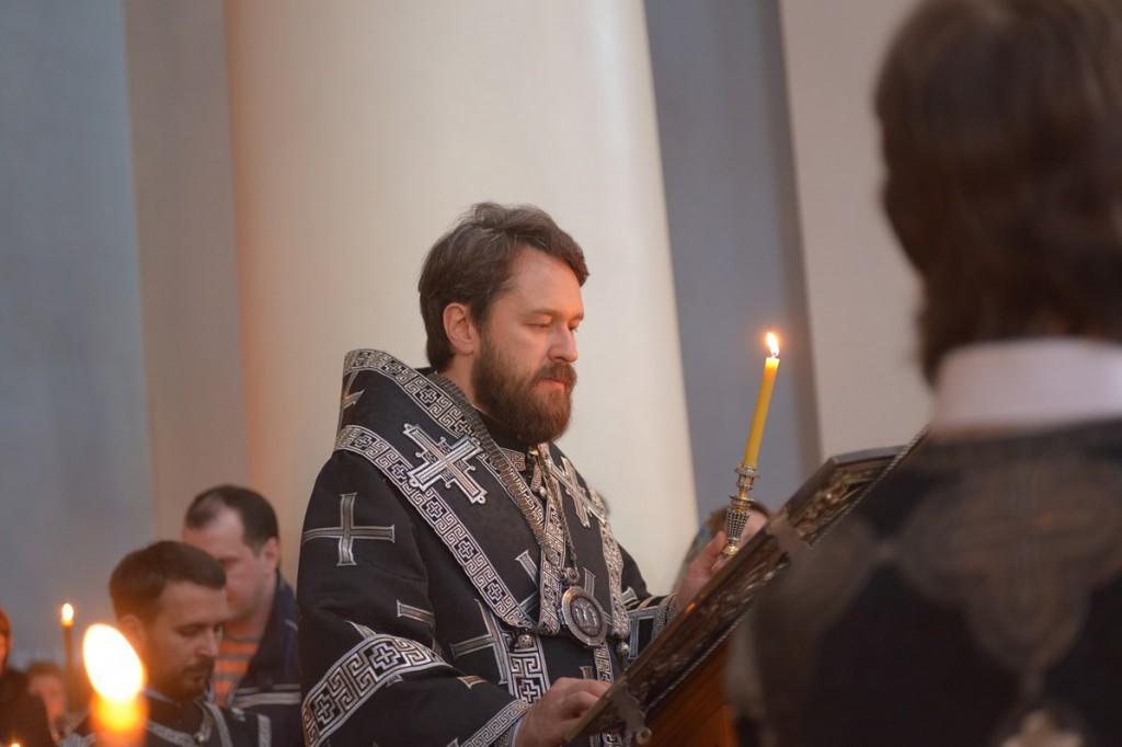 В РПЦ сетуют на сокращение продажи свечей и икон