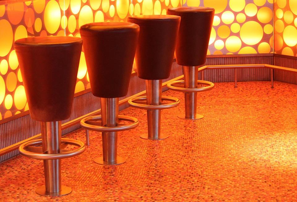 Почему популярные барные стойки и стулья для различных кафе и магазинов?