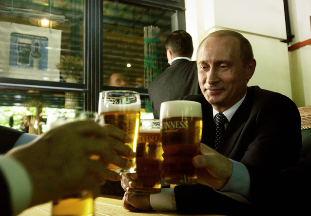 Забочусь о братьях православных. Минниханов попросил Путина разрешить продажу пива на стадионах