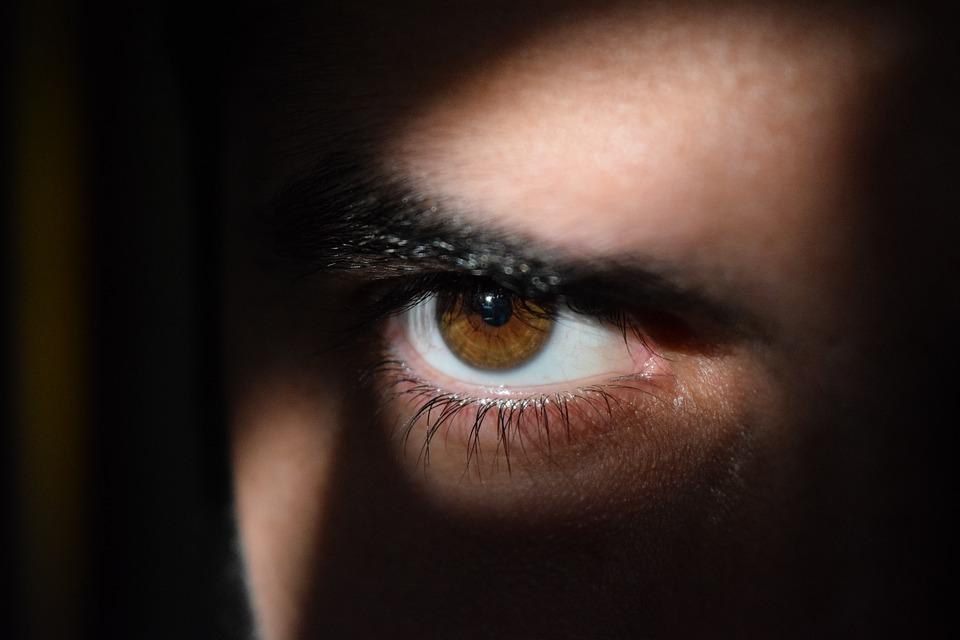 Причины катаракты и особенности её удаления