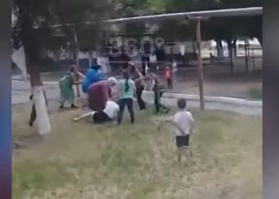 В соцсетях шокированы дракой жительниц Чечни на детской площадке (ВИДЕО)