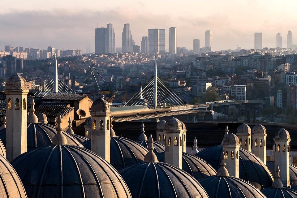 Почему Турция так популярна у туристов, и что она предлагает?